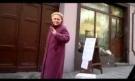Išvedė močiutė mikrobangę patampyti