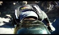 Įspūdingas šuolis su parašiutu