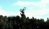 Pirmasis pasaulyje trigubas BMX salto