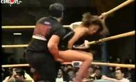 Wrestlingas su merga