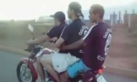 Tryse ant motociklo