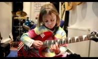 Dukra gitaristė