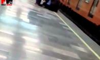 Lunatikas girtuoklis ir metro vagonas