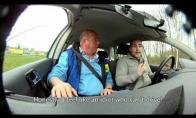 SMS rašymas vairuojant