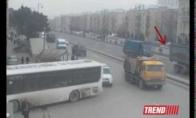 Sunkvežimis nukrito nuo tilto