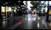 Moonwalkingas miesto gatvėje