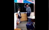 Spyris mokytojui į kiaušus