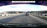 Sunkvežimis įėjo į lengvąjį automobilį