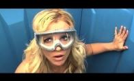 Britney Spears viešajame tualete