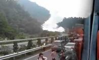 Milžiniškas sprogimas greitkelyje
