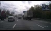 Sunkvežimis važiuojant pameta ratą