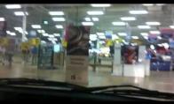 Pasivažinėjimas automobiliu po parduotuvę