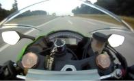 Net ir skrendant 300km/h greičiu Audi tave gali apdėt