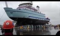 Kaip į vandenį yra nuleidžiami laivai