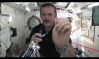 Kaip kosmose reikia plautis rankas