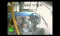 Autobuso vairuotojas su fantastiška reakcija