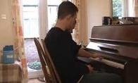 Kaip du čiuvai vieną pianiną talžė...