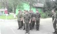 Rusijos kariai dainuoja Kempiniuko dainelę