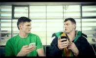 Broliai skaldo bajerius naujoje reklamoje