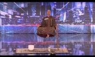 Šokiruojantis mago pasirodymas talentų šou