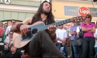 Be galo talentingas gatvės muzikantas