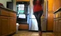 """Nestandartinis """"shuffle"""" šokis"""
