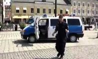 Apsinešęs policininkas iš Švedijos