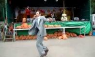 Įspūdingas dviejų lenkų šokio mūšis