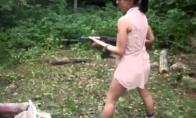 Mergina su kalašnikovu - mirtis jos vaikinui