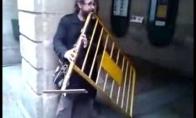 Neeilinis gatvės muzikantas