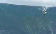 Kvapą gniaužianti monstriška banga