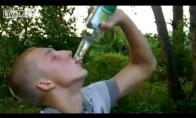 3 buteliai degtinės per 5min. - įmanoma tik rusui