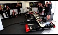 """""""Su gimimo diena"""" dainuojama F1 mechanikų"""