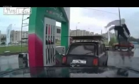 Benzino kolonėlės aptarnautojo šou
