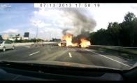 Dujų balionų pilnas sunkvežimis sprogsta gatvėje