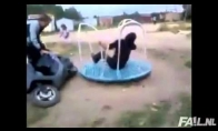Karuselė + motoroleris = galia