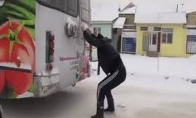 Kaip į darbą žiemą važiuoja rusai