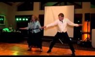Afigenas mamos ir sūnaus šokis