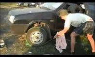 Kaip rusai užveda mašiną kai išsikrauna akumuliatorius
