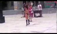 Dviejų karštų pupyčių šokis