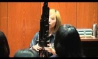 Mario dainelė su senoviniu kinų instrumentu
