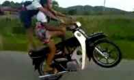 Greiti ir įsiutę Tailande
