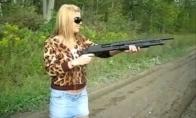 Moterys ir ginklai