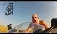 250km/val. ant motociklo be šalmo