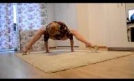 Striptizo šokėjos treniruotės namuose