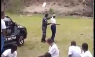 """Policijos akademijos """"pirmūnė"""" su granata"""