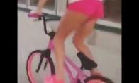 Už rožinio dviratuko vairo