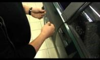 Atidaryti mašiną be raktelių