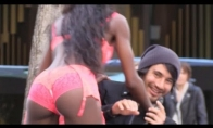 Nemokamas striptizas tiesiog gatvėje