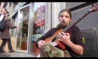 Pasaulį sužavėjęs gatvės muzikantas iš Lenkijos